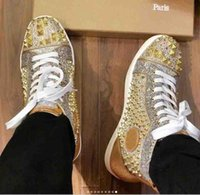 zapatos para hombre con tachuelas de oro al por mayor-Diseñador superior Parte inferior del pie roja Pik pinchos Pisos de lujo amantes de la fiesta de las mujeres para hombre de la moda del cuero genuino de los zapatos ocasionales tachonados oro rojo al por mayor