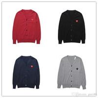 ingrosso magliette rosse colletto-Camicie da uomo Designer T Shirt CDG Ricamo Love Cotton V Collar Cardigan Maglione OFF Rosso Heart Wear CommeS Des Warm Bianco GARCONS Camicie
