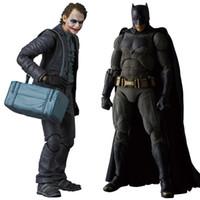 ingrosso modelli di burattini-MAFEX NO.015 017 Batman The Dark Night Il Joker Action PVC Figure da collezione Model Toy 15cm