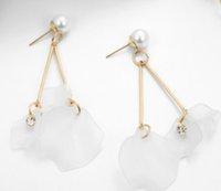 ingrosso fiore bianco della perla del petalo-Orecchini lunghi strass lunghi petali di fiore bianco femminile estate nuovi piccoli orecchini dolce perla fresca