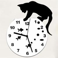 ingrosso orologi da parete moderni-Naughty Cat Acrilico Orologio da parete Kitty Cattura Pesce Cartone animato Moderno Orologio da parete Orologio da parete Silenzioso Arte moderna Ornamento #SYS