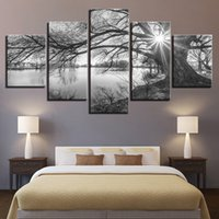 imagen del árbol blanco negro al por mayor-Cuadros de lienzo para sala de estar Wall Art Poster Framework 5 piezas Lakeside Big Trees Paintings Black White Landscape a02