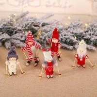 decoración de muñecas de madera al por mayor-Navidad colgante árbol Muñeca Mini Decoración de Navidad Decoración de Navidad Figuras de Esquí de madera muñeca de juguete de Navidad decoración del hotel ZZA1421