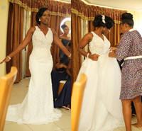 vestido de novia africano negro al por mayor-Sirena blanca africana Vestidos de novia con tren desmontable Cuello en v Vea a través de los apliques Black Girl Garden Country Vestidos de novia de talla grande