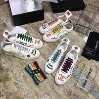 ingrosso scarpe piatte unisex-Scarpe da donna per uomo Scarpe da ginnastica piatte con lacci colorati Lettere stampate con lacci di alta qualità Scarpe casual da donna piatte Taglia 35-44