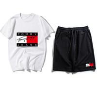 homem hoodie verão venda por atacado-2019 New Arrivals Verão Mens treino de manga curta T-shirt e calções casuais hoodies esportes terno conjunto esportivo dos homens Em Torno do pescoço Esporte BNCMDFD