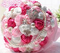 gelin düğün buketi mor toptan satış-Yapay Büyük Düğün Buketleri El Yapımı Şerit Mor Kırmızı Güller Çiçekler Altın Kristal İnciler Gelin Düğün Buket 25 cm Düğün Hediyeleri