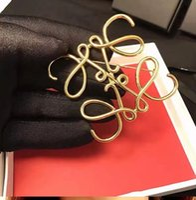 geschenk taschen band großhandel-Spanische Modenschau Star mit der Brosche Geometrie Quadrat Hohl symmetrische Brosche Damenanzug Pin Zubehör