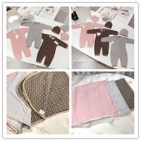 cobertor para crianças venda por atacado-Top Quality Outono Inverno Bebê recém-nascido Fend roupa Unisex Boy Rompers Crianças traje para menina ff infantil Macacão com chapéu e cobertor