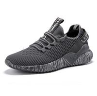 sapatos de trabalho casual de negócios homens venda por atacado-2019 Moda casual sapatas dos homens de lona Ventilação Sports runing sapatos baixos Não-deslizamento Quatro Estações Sapatos para Trabalho de Negócios Jovens estudantes O3321