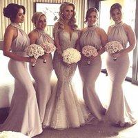 ingrosso dimensione 12 abiti per gli ospiti di nozze-Splendida Champagne Bridesmaids Dresses Mermaid Backless Pieghe lungo in rilievo Halter Neck Wedding Guest Party Abiti su misura Plus Size