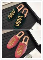 zapatos verdes negros de interior al por mayor-2019ss hombres diapositivas primavera verano lujo diseñador moda playa interior zapatos planos marca PINK BLACK GREEN hombre zapatillas chanclas