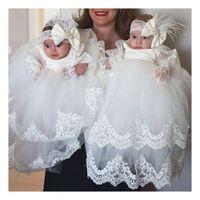 robes de baptême simples achat en gros de-Élégant Simple Blanc / Ivoire Dentelle Vestidos Baptême Infant Robe Bébé Fille Robes De Baptême Robes Première Communion Robes 37