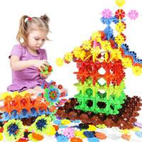 construir bloques de casa al por mayor-Venta al por mayor de copos de nieve Bloques de construcción juguetes Niños que ensamblan bloques de construcción de casas para árboles de Navidad Adecuado para niños y niñas