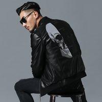 jackets rhinestones al por mayor-Skull Rhinestones Pu Chaquetas Hombres High Street Style Stand-neck Sudaderas Hombre Rib manga Streetwear Mens chaquetas y abrigos