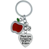 ingrosso famiglia di mele-12PC all'ingrosso grazie per aiutarmi a crescere imparare mela rossa amore cuore portachiavi portachiavi per insegnante amico fascino gioielli di famiglia