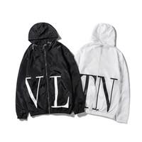 reißverschluss ärmel hoodie großhandel-Modedesigner Jacke Marke Windjacke Langarm Herren Luxus Jacken Hoodie Kleidung Reißverschluss Brief Muster Plus Größe Kleidung M-2XL