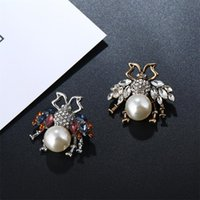 Wholesale lovely ladies clothes online - Tide Brand Colorful Crystal Girls Birthday Gifts Pin Lovely Bee Pattern Female Clothing Accessories Party Luxury Lady Cute Brooch