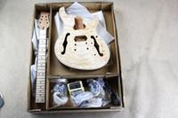 guitarra de mogno venda por atacado-Kit de Guitarra Elétrica Semi-oco de Fábrica Personalizado (Peças) com Corpo de Mogno e Pescoço, Chama Maple Folheado, Ferragens de cromo, Guitarra DIY
