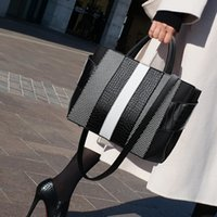 maletín blanco mujer al por mayor-Las mujeres de negocios de lujo Bolsas Maletín Negro Blanco bolso de cuero del bolso del diseñador de alta calidad de Oficina Marca señoras bolsos de mano