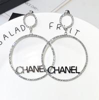 moda elmas taklidi toptan satış-Yeni Tasarımcı Daire Çivili Rhinestones Ve Mektup Küpe Ile Kadınlar Için Moda Bling Bling Saplama Küpe 925 Gümüş Iğne Takı Hediyeler