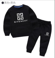 suéter nuevo para niños al por mayor-Nuevo clásico de lujo Logo Designer Baby camiseta Pantalones abrigo jacekt hoodle suéter olde Suit niños moda infantil 2pcs algodón ropa S