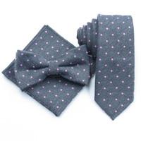 corbata de algodón gris al por mayor-Corbata gris para hombre puntos rosados Corbatas Hombre 6 cm corbata de algodón corbata a juego toalla pequeña bolsillo corbata de lazo gris oscuro para hombres
