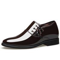 spitzen männer schuh großhandel-Spitze Schuhe Herren Business Casual Schuhe britischen Stil Hohl Hochzeitsanzüge Mode atmungsaktiv PU-Leder glänzendes Kleid