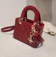 bolsas rojas de patentes al por mayor-Fábrica al por mayor marca mujer bolso red rojo con charol pequeño bolso cuadrado clásico Lingge bolso dulce borla de cuero bolso de hombro