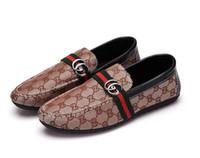 sapatas ocasionais dos homens da lona do barco venda por atacado-Homens de luxo Mocassins Artesanal Italiano Designer De Metal Letra Fivela Deslizamento Em Sapatos de Barco Sapatos de Lona Casuais 38-44