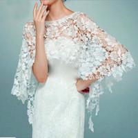 boleros parti elbiseleri toptan satış-Zarif beyaz Dantel Düğün Bolero gelin ceketler fildişi düğün ceket Düğün Aksesuarları balo akşam parti elbise için bolero mariage pelerin