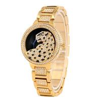 reloj de hebilla de gancho al por mayor-Gaceful Quartz Relojes analógicos para Lady Chic Diamond Leopard Pattern Dial para mujeres Banda de aleación premium con hebilla de gancho reloj de pulsera
