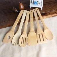cucharas de cocina utensilios al por mayor-Cuchara de bambú Espátula 6 Estilos Utensilio de madera Portátil Cocina Cocinar Torneros Ranurado Titular de Mezcla Palas OOA6324