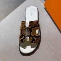 mocassins européens achat en gros de-Sandales de créateurs de mode pour hommes Printemps et été European Beach Tongs antidérapantes Mocassins en cuir Taille 6-11