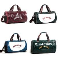 erkek deri spor çantası toptan satış-Deri Spor Çantası Adam Ve Kadın Eğimli Omuz Çantaları Yüksek Kapasiteli Duffel Paketi Mavi Siyah Yeşil Kırmızı Dayanıklı Pratik 63qx D1