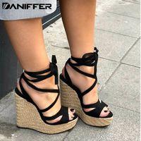 bandaj sandaletler toptan satış-Yeni Kadın Yaz Platformu Sandalet Açık Toe Yüksek Topuklu Kama Rahat Plaj Bandaj Ayak Bileği Çapraz bağlı Askı Ayakkabı Artı Boyutu 35-43