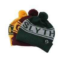 harry potter schädel cap großhandel-Harry Potter Hut Soft Pompom Skull Caps Magic Badge Beanies Warme Winter Pom Strickmütze Gryffindor Slytherin Striped Hats TTA1368