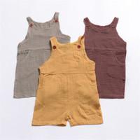 düğmeli askılar toptan satış-Bebek Tulumlar Yaz Yeni Erkek Kız Askı Düğmesi Ile Katı Renk Uzun Pantolon Bebek Tulum Yenidoğan Romper Çocuk Giyim 3 Renk Q65