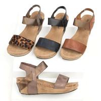 sandalias vendas tacones al por mayor-Leopardo zapatos de tacón alto Sandalias Dedo del pie Sandalias romanas Zapatos femeninos Vendaje Sandalias planas Zapatos cómodos de gran tamaño