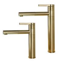 pinsel armaturen großhandel-Gebürstetes Gold drehbarer Bassin-Hahn 100% Messingrunder Badezimmer-Hahn heißer kalter schwarzer Wasser-Mischbatterie
