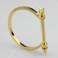 pulsera chapada en oro masculino al por mayor-Los brazaletes con tornillos de la moda permiten el estilo brazalete de brazaletes de los hombres chapados en oro amarillo en forma de D para ajuste masculino perimter de la muñeca 16.5-18.0cm