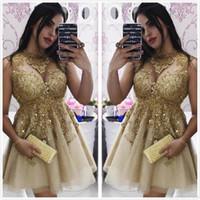 appliques de dentelle d'or pure achat en gros de-2020 nouveau cou pure dentelle d'or une ligne robes de soirée de retour sans manches en tulle appliques perlée longueur au genou courte robe de soirée cocktail robes de bal