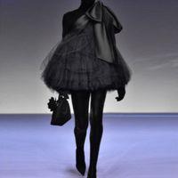ingrosso un vestito da promenade di tulle della spalla-Chic mini abiti da ballo neri 2019 Nuovo abito da cocktail monospalla con grandi fiocchi in tulle gonfio corti abiti da festa personalizzati