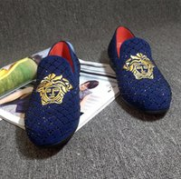 Wholesale footwear fashion heels for sale - Group buy 2019 Male loafers fashion embroidery floral slip on footwear male social shoe leather moccasins for men shoe U27