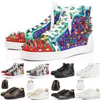 zapatos de punta en línea al por mayor-Diseñador de moda con tachuelas Picos Zapatos de piso Red Bottoms para mujer Blanco Negro Amantes del partido Zapatillas de cuero Tamaño 36-46 Venta online