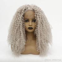 perruque synthétique avec dentelle crépue achat en gros de-Synthétique Afro Kinky Curl perruque grise Couleur naturelle souple résistant à la chaleur perruques avant de dentelle pour les femmes