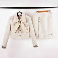 outono de jaqueta de arco venda por atacado-High End Apricot Tweed Jacket E Saias Define Designer Botões Logotipo Cristais Bow 2 Conjuntos de Peças de Outono E Inverno Top E Saias Define 001360
