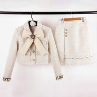 yay ceketi sonbahar toptan satış-High End Kayısı Tüvit Ceket Ve Etekler Setleri Tasarımcı Düğmeleri Logo Kristaller Yay 2 Parça Setleri Sonbahar Ve Kış Üst Ve Etekler Setleri