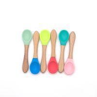 cucharadas de comida al por mayor-Cucharas de alimentación para bebés de bambú con puntas de silicona suaves y curvadas para niños pequeños y bebés Utensilios de alimentación para bebés de silicona de grado alimenticio