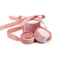 sevimli nişan yüzükleri toptan satış-Kurdele ile sevimli Takı Hediye Paketleme Kutuları Yuvarlak Kadife Düğün Teklif Nişan Yüzüğü Kolye Charms Kolye Sunum Tutucu Kılıf